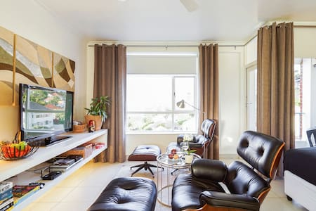 Stylish Modern Apartment by V&A Waterfront