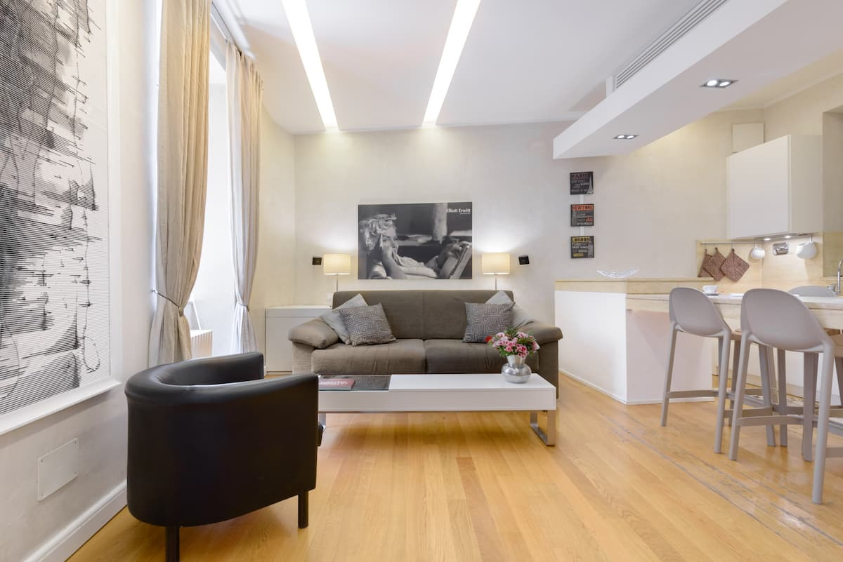 Modern and quite apartment with terrace, steps away from Campo dei Fiori.