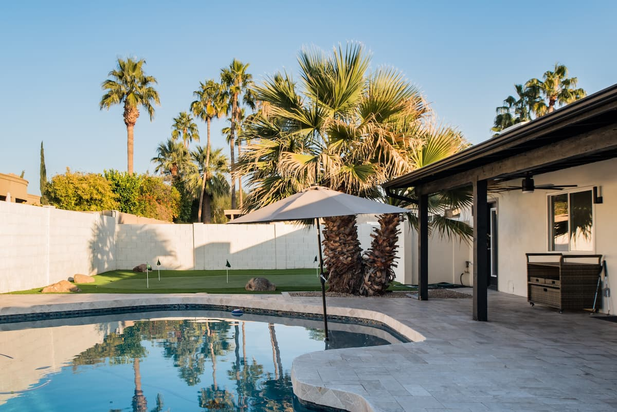 Desert Retreat. Heated Pool, Bbq, Pool Table & More.