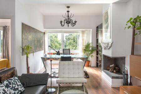 Eclecticismo y confort en un lujoso apartamento con patio en Triana, Sevilla