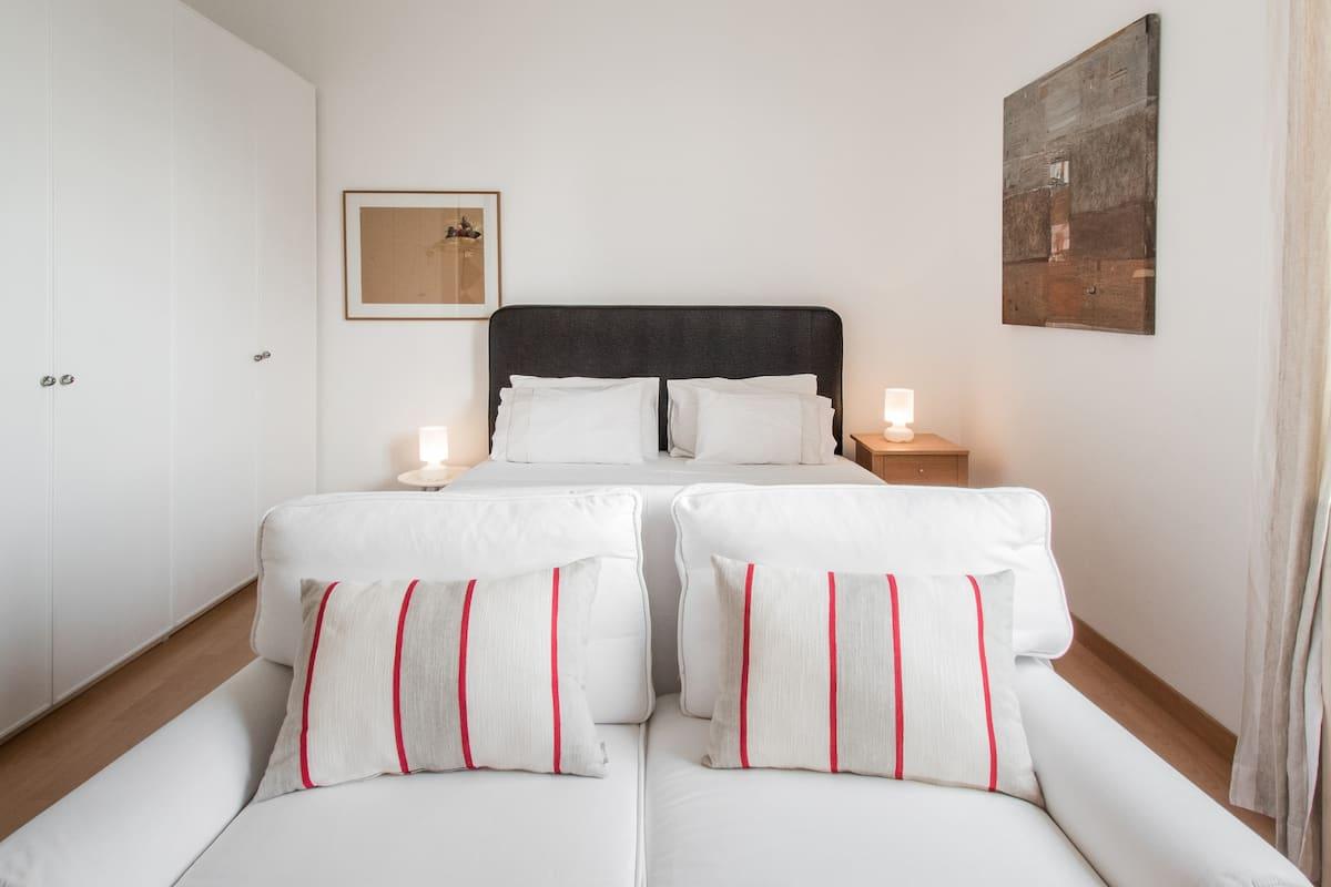 Charming Studio in Brera Featuring Design and Art