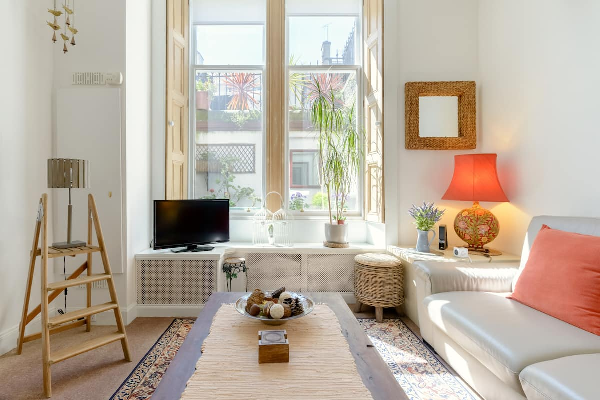 Relax at a Cozy, Quirky Flat