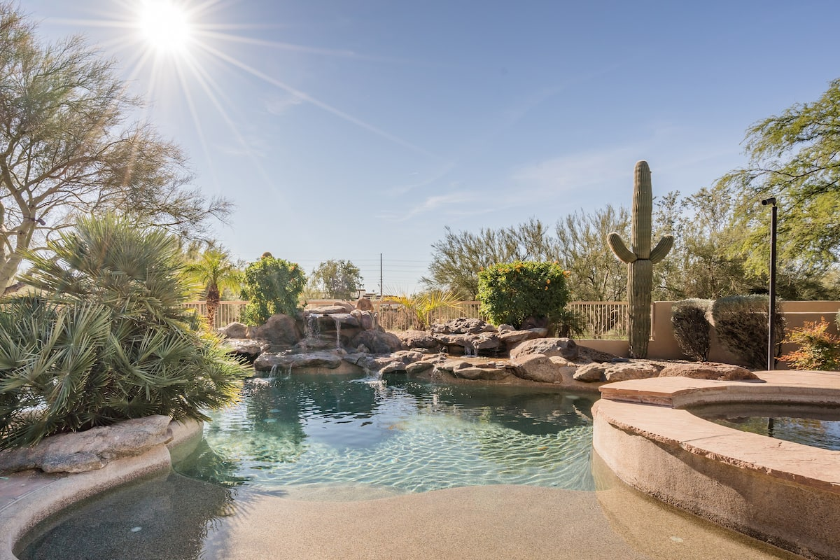 Heated Pool, Spa & Putting Green-North Scottsdale Luxury