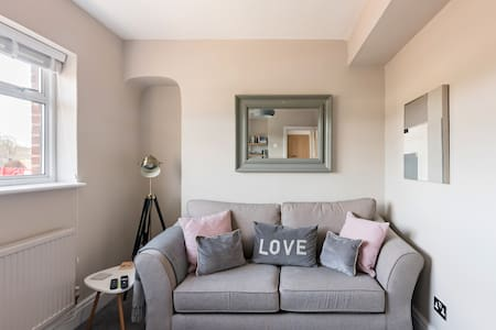 Cosy Flat Within the Historic Chester City Walls