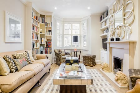 Stay in Comfy Rooms in a Kingston Upon-Thames Beautiful Family Home