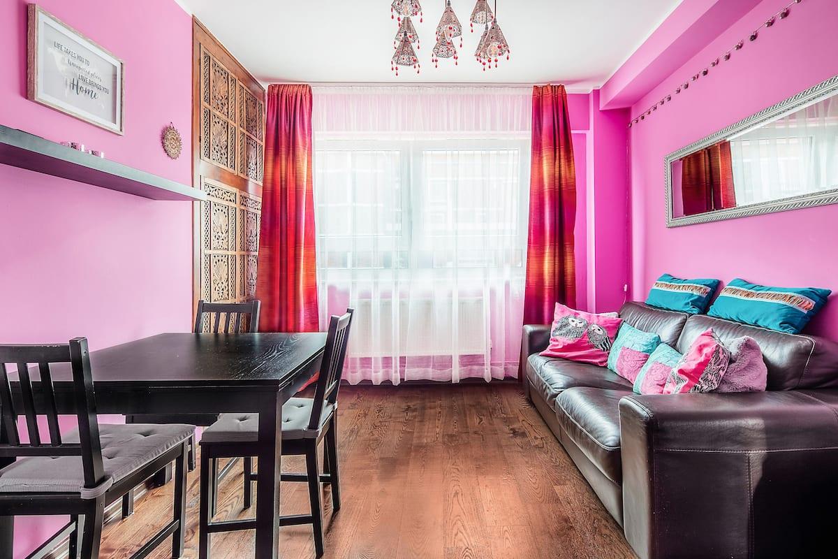 Colorful, Vibrant Apartment in Bermondsey