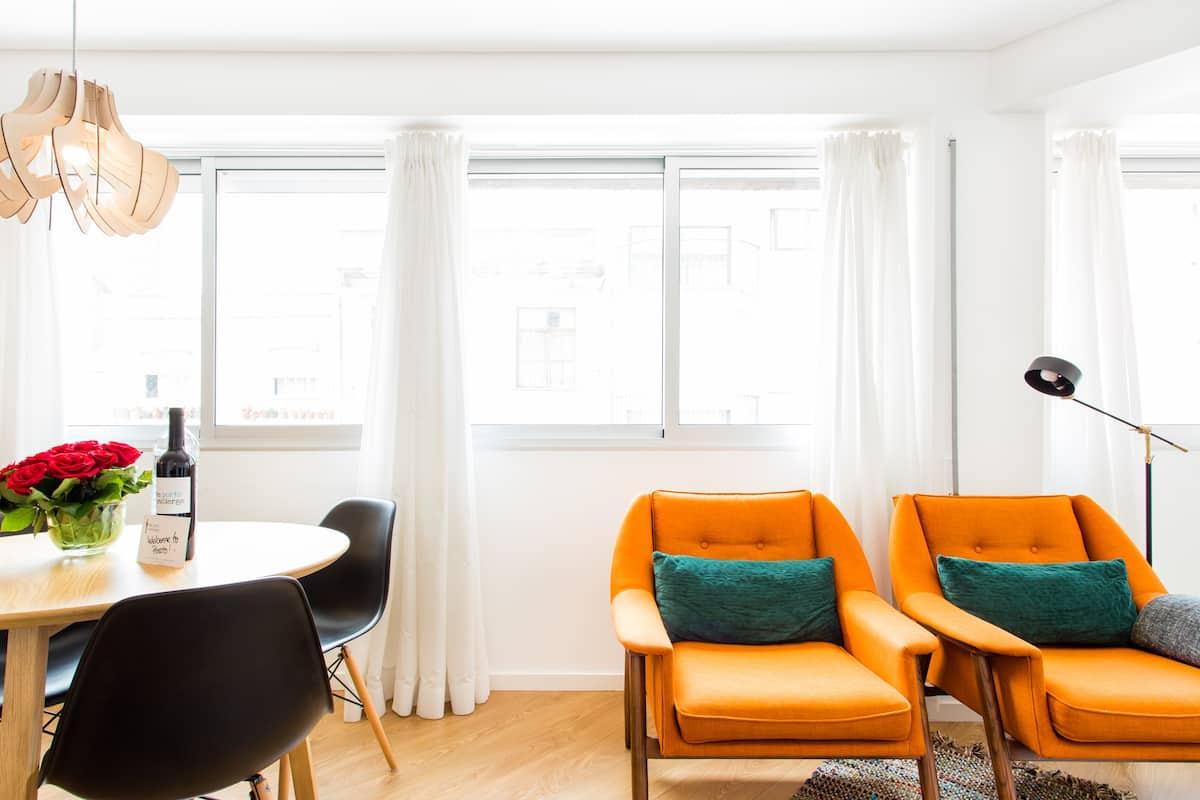 The Porto Concierge - Orange Basket Flat