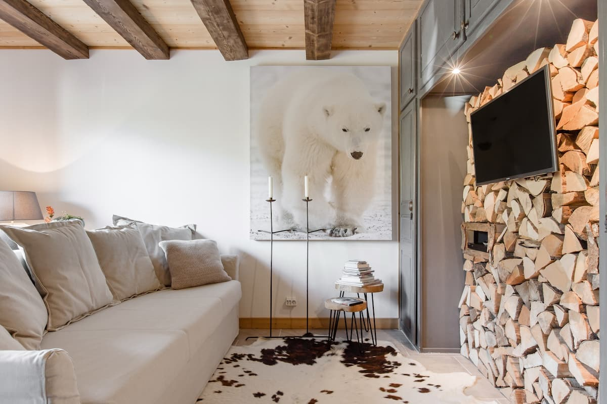 Comfy, Authentic Mountain Lodge Apartment