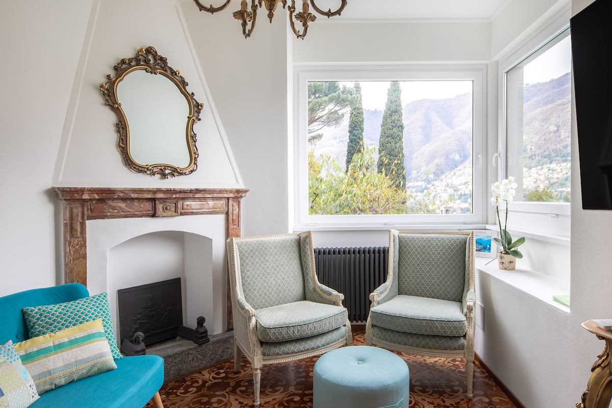 Enchanting Villa with a Pool Overlooking Lake Como