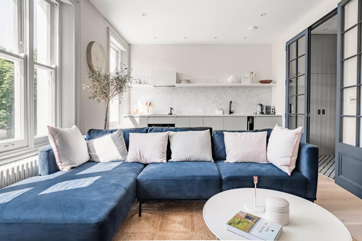 Light-Filled Holland Park Flat on Communal Gardens