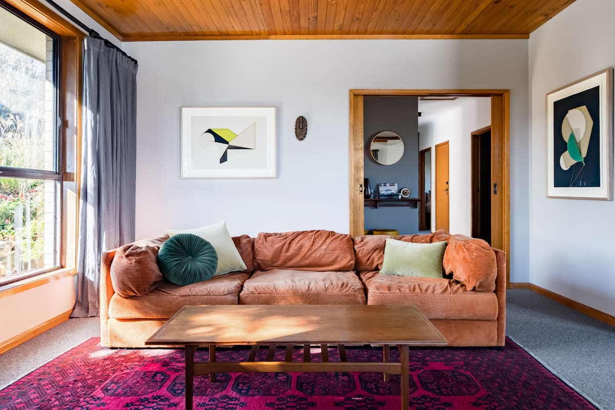 Stroll Down to Daylesford from a Wombat Hill Garden Hideaway