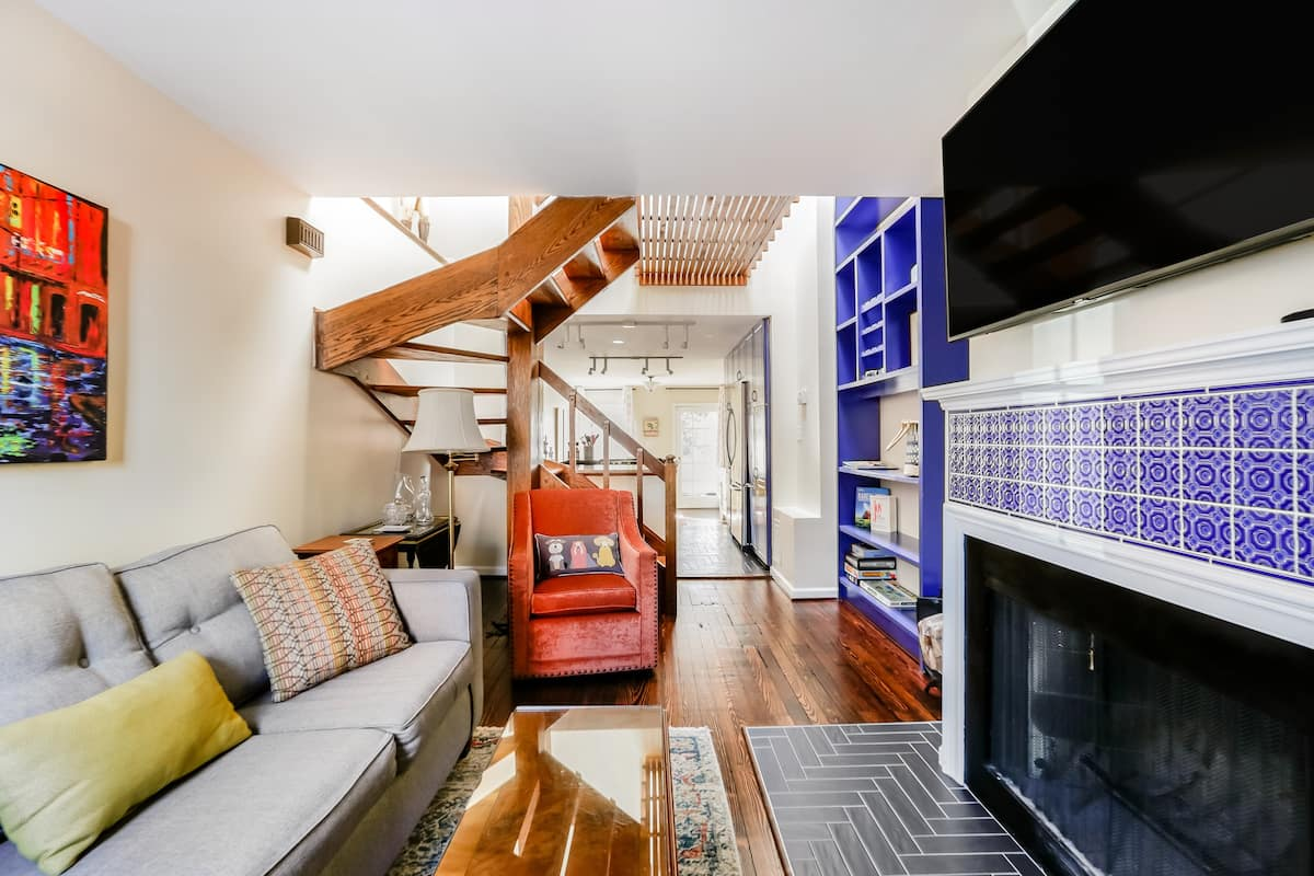 Quiet, Eclectic 2-Bedroom Townhouse in Old Town