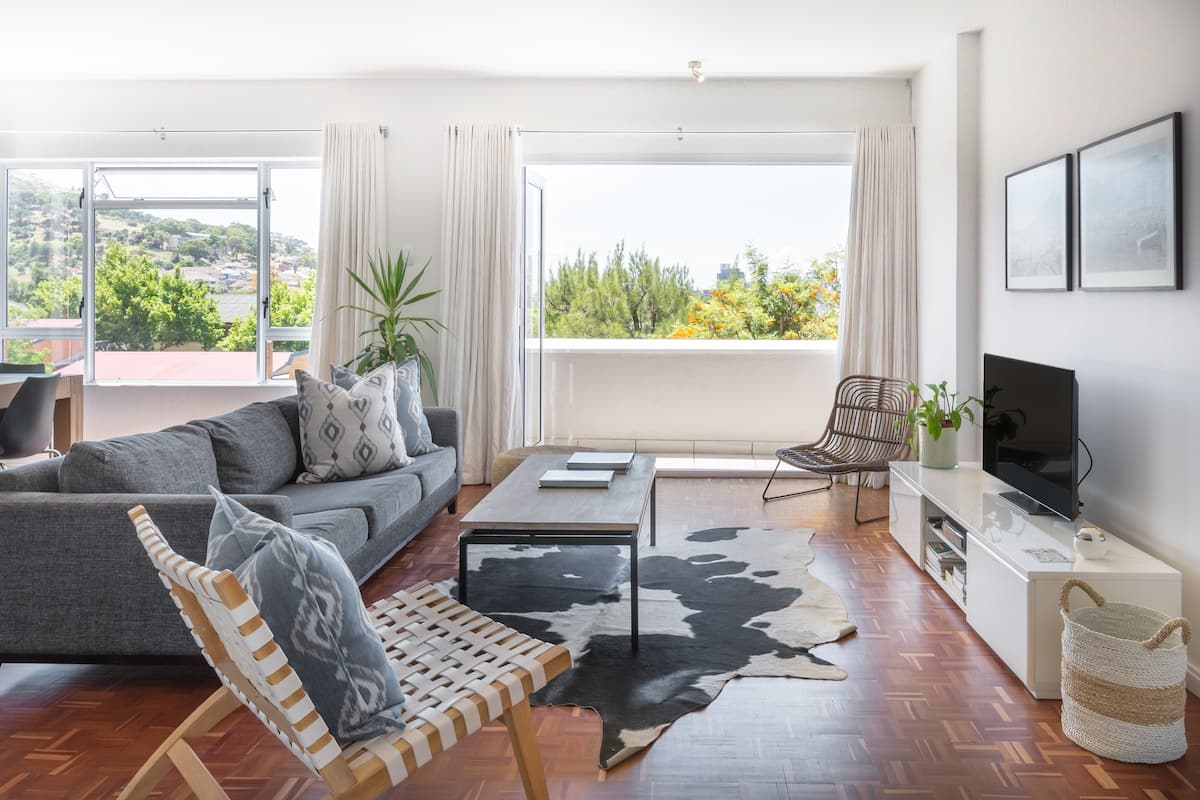 Chic Apt with City Views on Trendy Hip Kloof Street