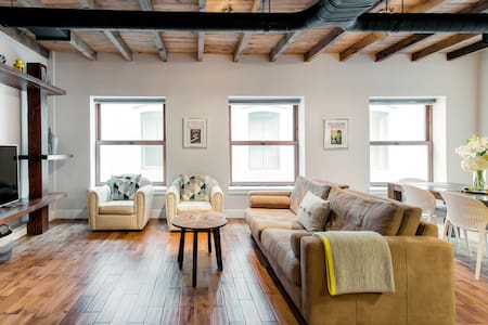 Stay Safe in Sanitized Master Loft in Central Old Montreal
