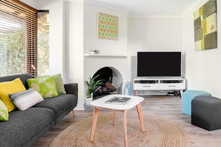 Super Stylish Subiaco Townhouse Close to the Centre of Perth