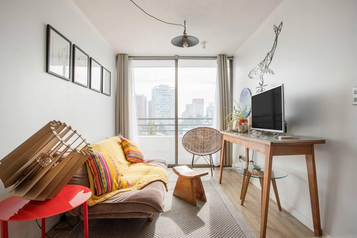 Aprecia la imponente vista de este bello apartamento luego de recorrer la ciudad