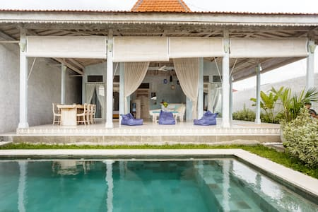 New Joglo-Style Canggu Villa close to Beach