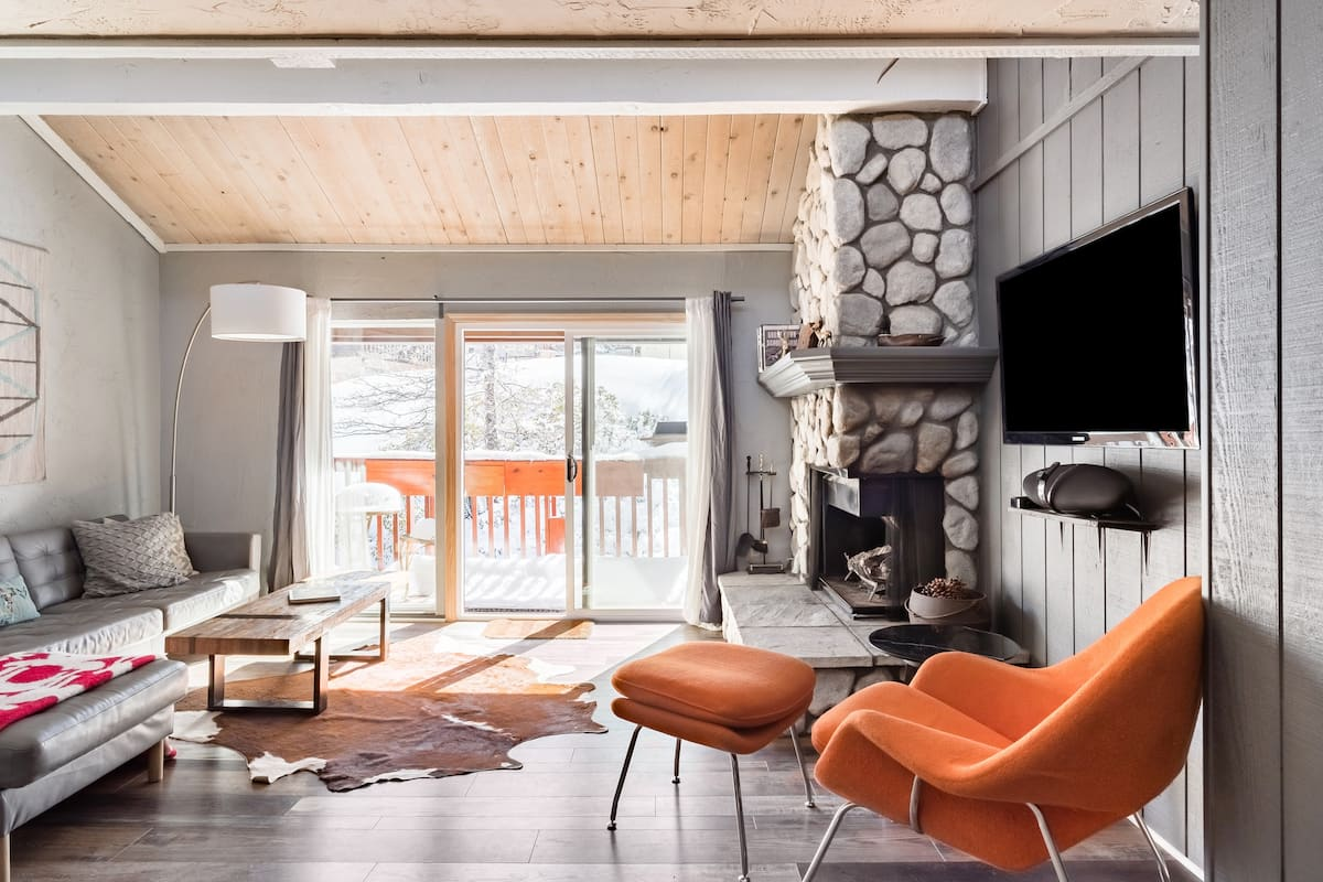 Snow Summit Cabin in Big Bear Just Steps to Ski Lifts