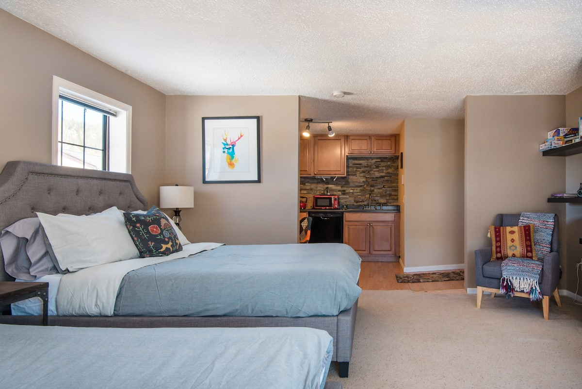 Nature Awaits at a Lakeview Meadow Guest Suite