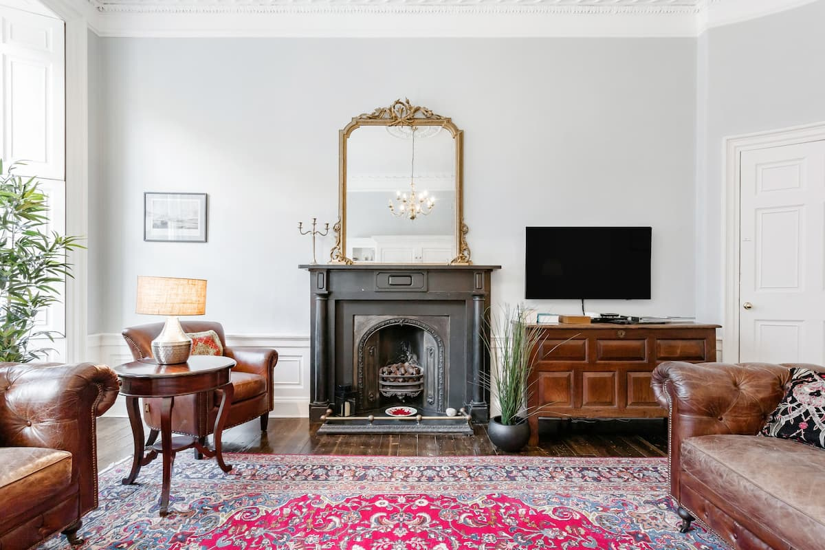 Converted Flat in Historic Building in Desirable New Town