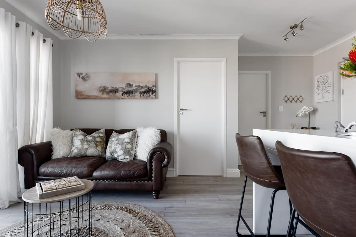 Paragon Explore Cape Town from a Stylish Home Well Sanitized