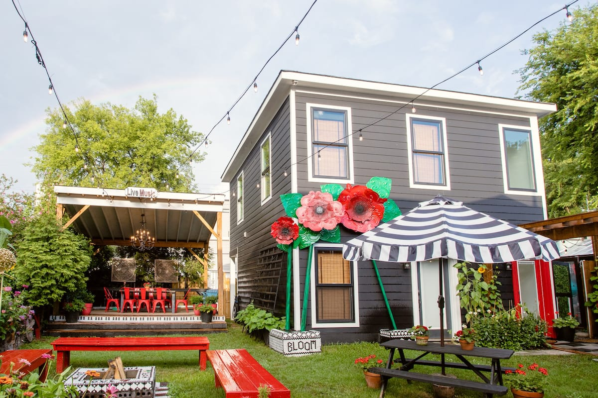 Charming Poppy House Villa, Walk to Music and More.