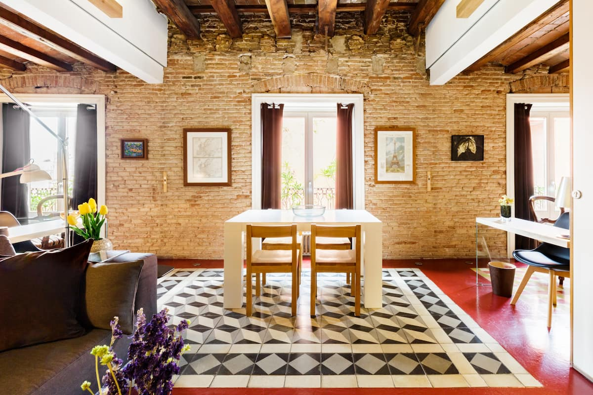 Discover the Gothic Quarter from an Enchanting Apartment