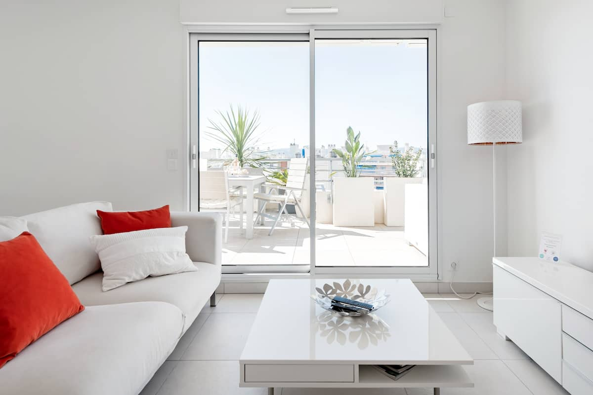 Stroll to Beach from Sea-View Penthouse with AC