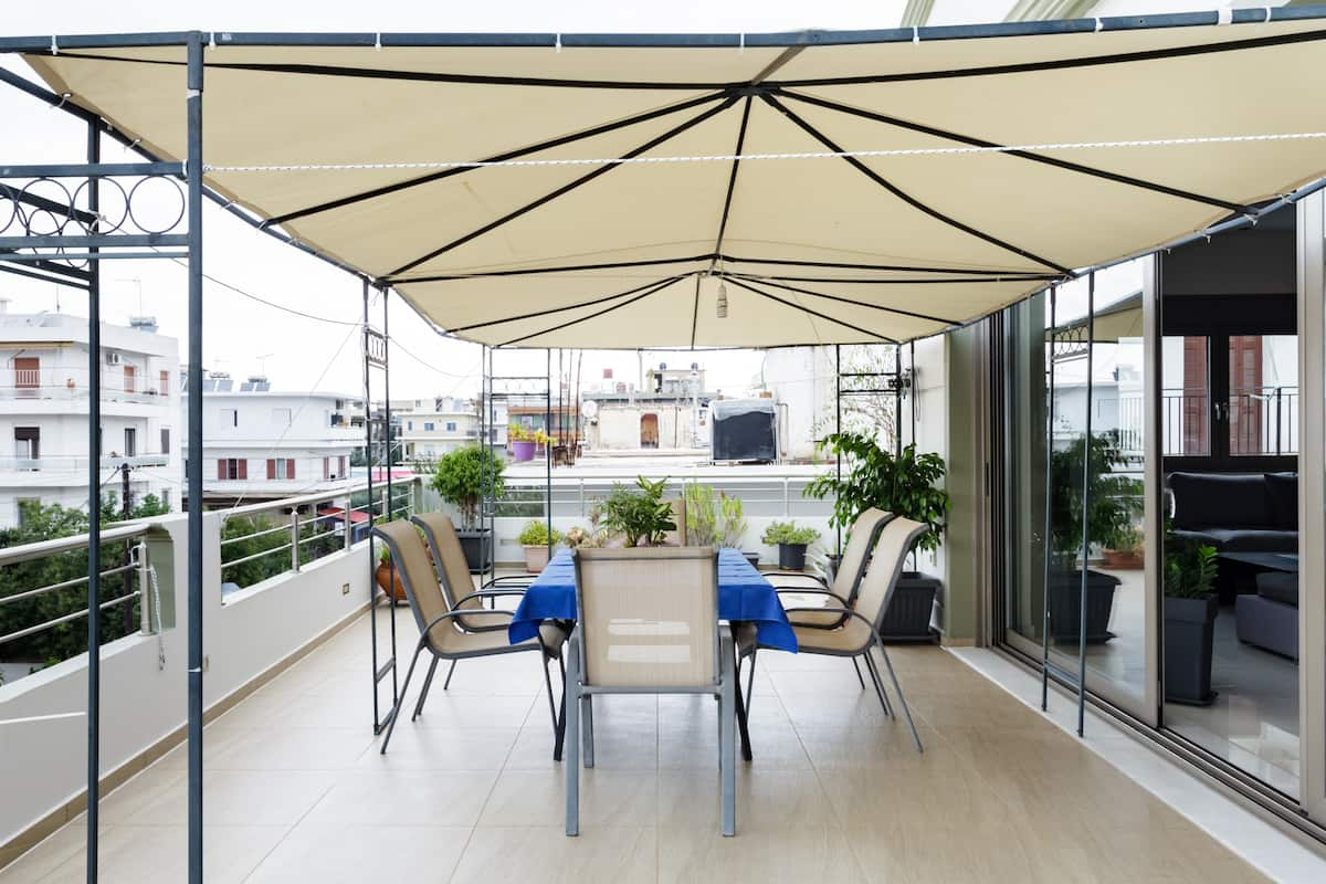 Enjoy Quiet Elegance in a Apartment with a Terrace and Pool