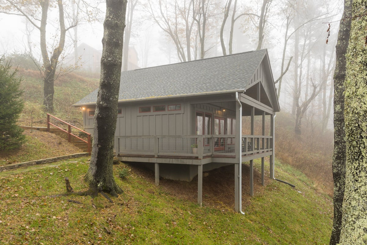 Admire Misty Mountain Views at a Cozy Bungalow Hideaway