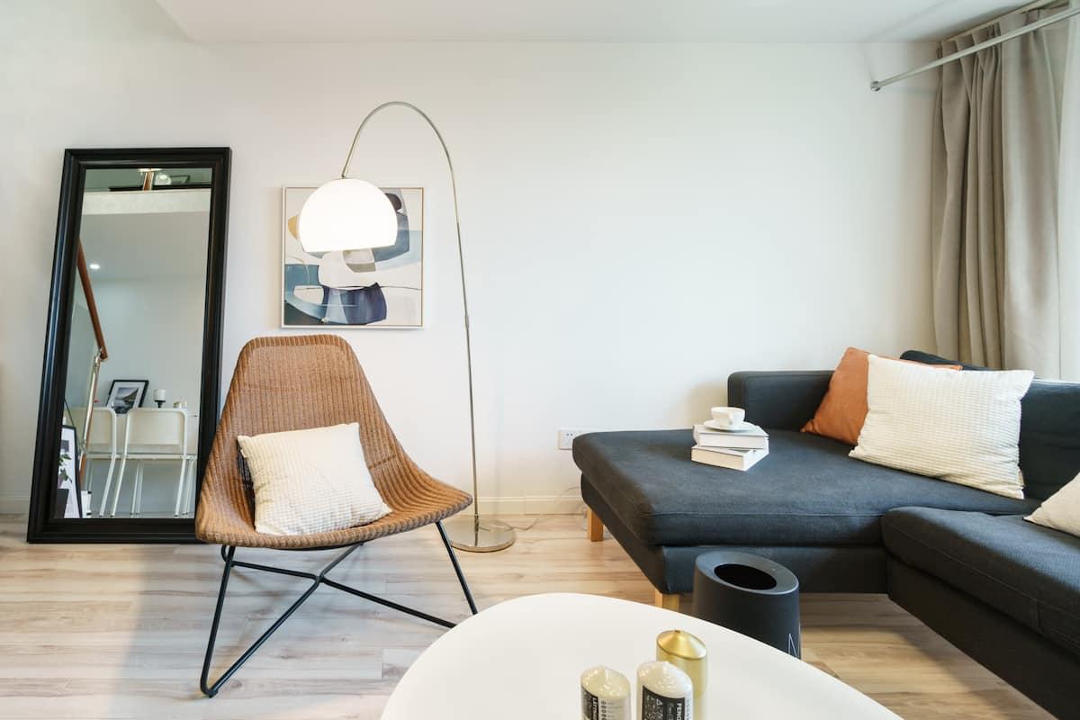 入住地铁口现代loft品质公寓,地铁直达武康路、迪士尼