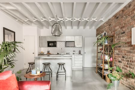 Industrial Chic Loft for Up to Four Guests