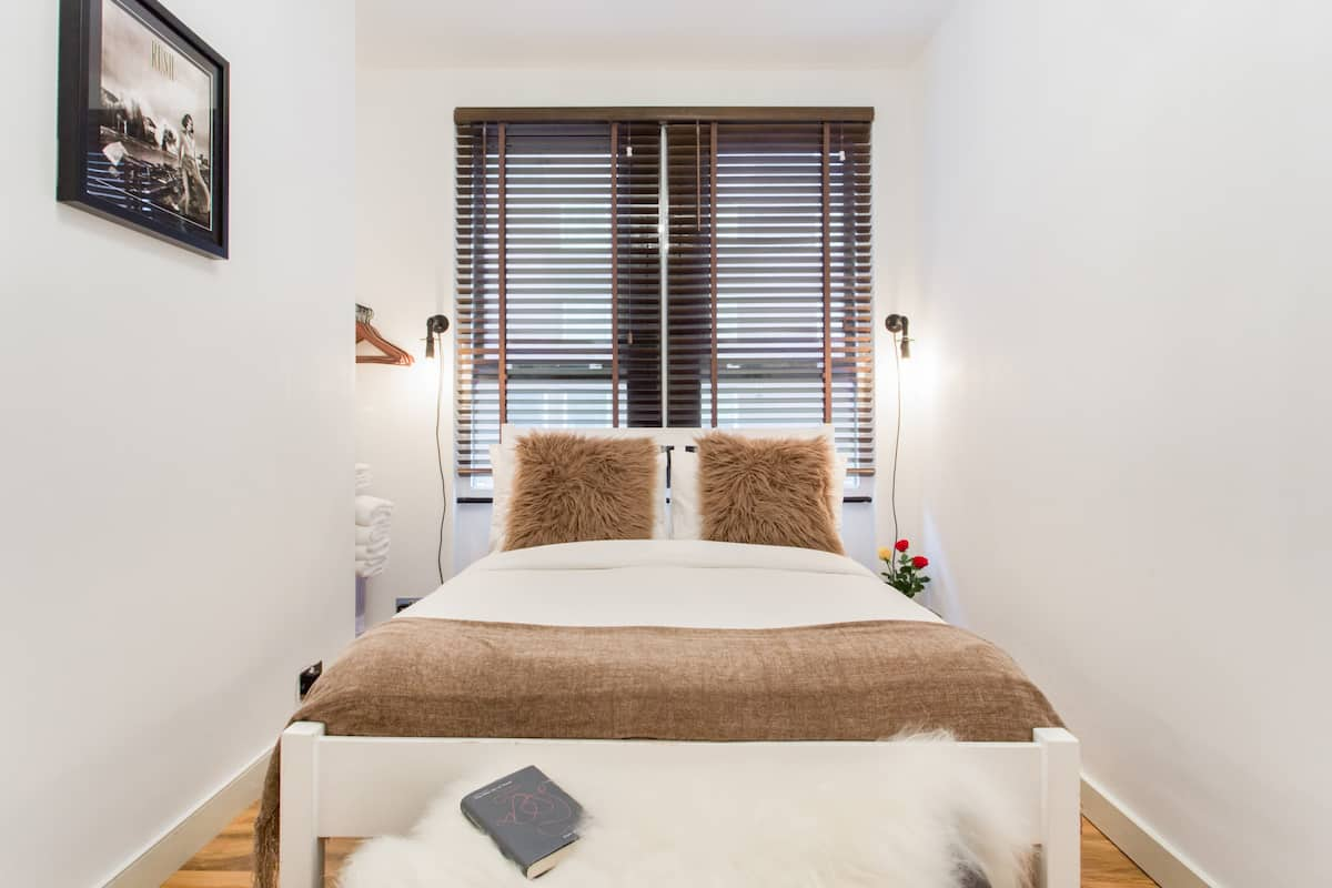 Explore Covent Garden from a Bright, Cosy Apartment