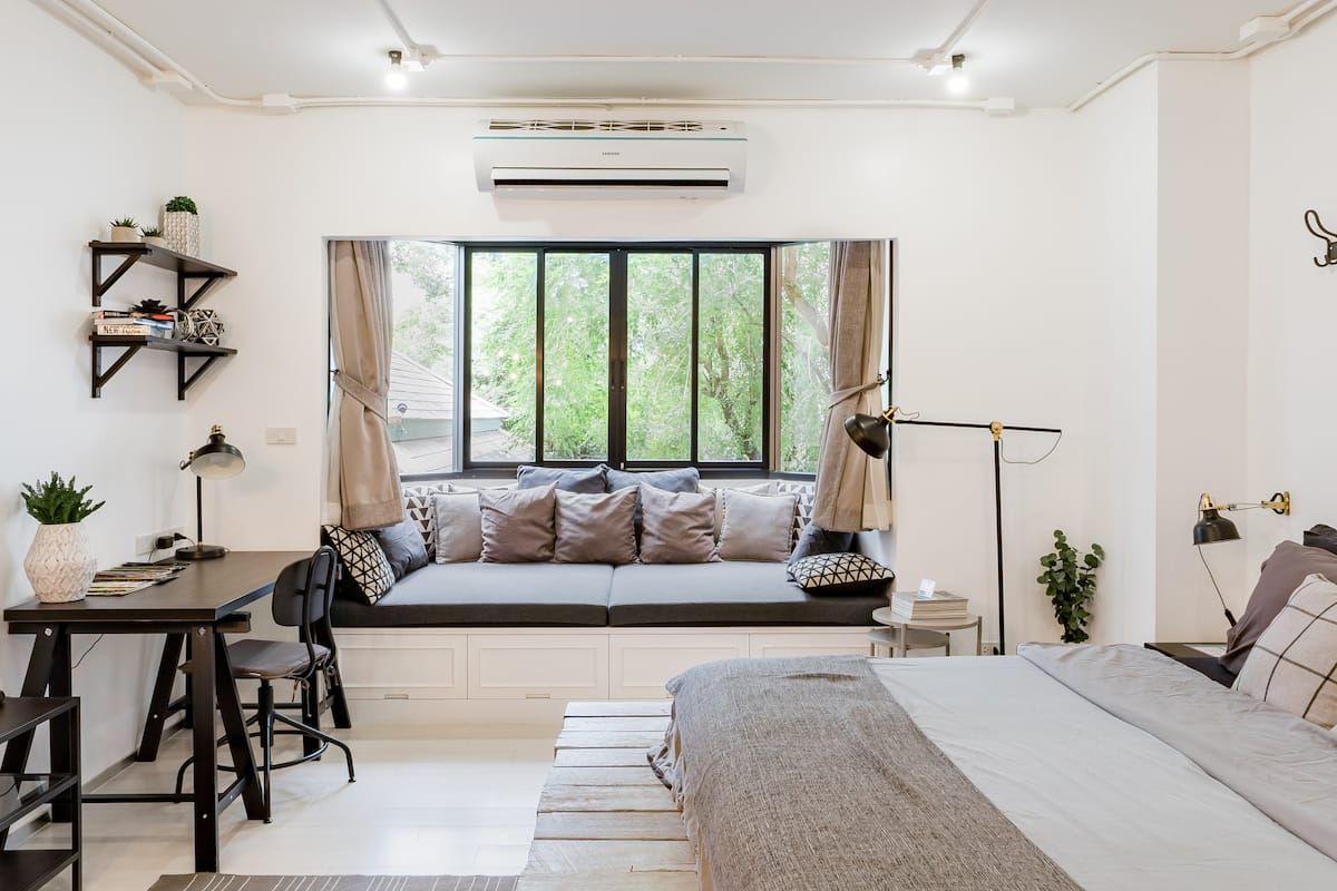 Stay in Style, Stylish Studio in the Heart of Arty District