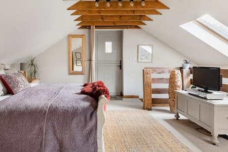 Relax in Your Private Spa at This Tranquil Country Cottage