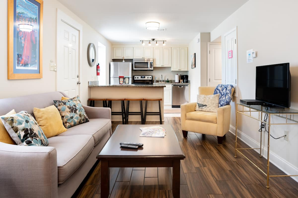 Beautiful French Quarter and Frenchmen Street Condo