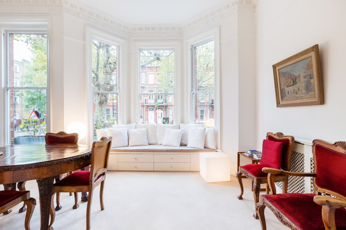 Light-Filled Victorian Apartment Close to Central London