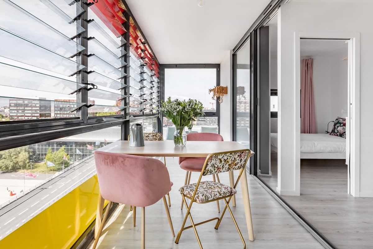 Appartement Le Corbusier à mi-chemin entre les deux gares