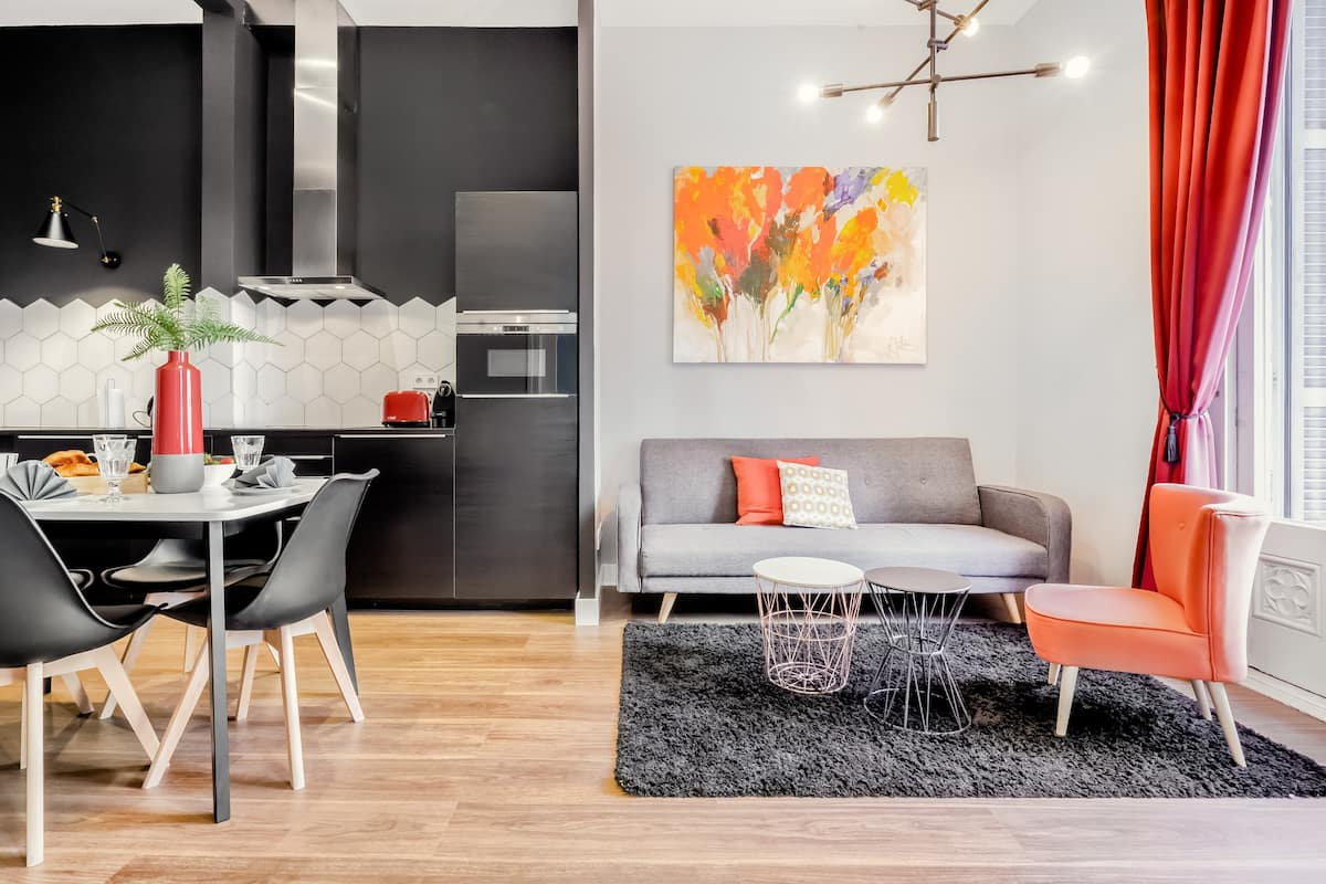 Stylish Apt in the Heart of the City