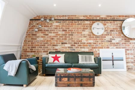 Enjoy Views of Royal Greenwich from Chic Flat