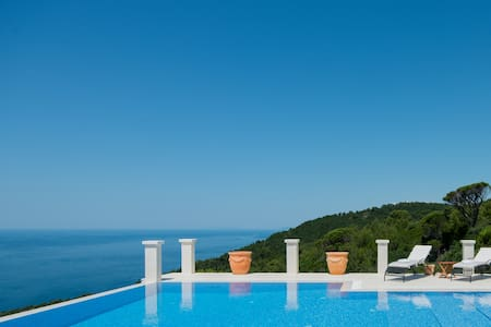Exceptional Villa with Infinity Pool and Stunning Views