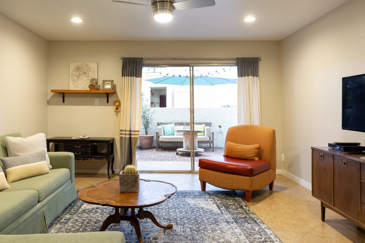 Sunshine-Filled Getaway in Scottsdale Condominium