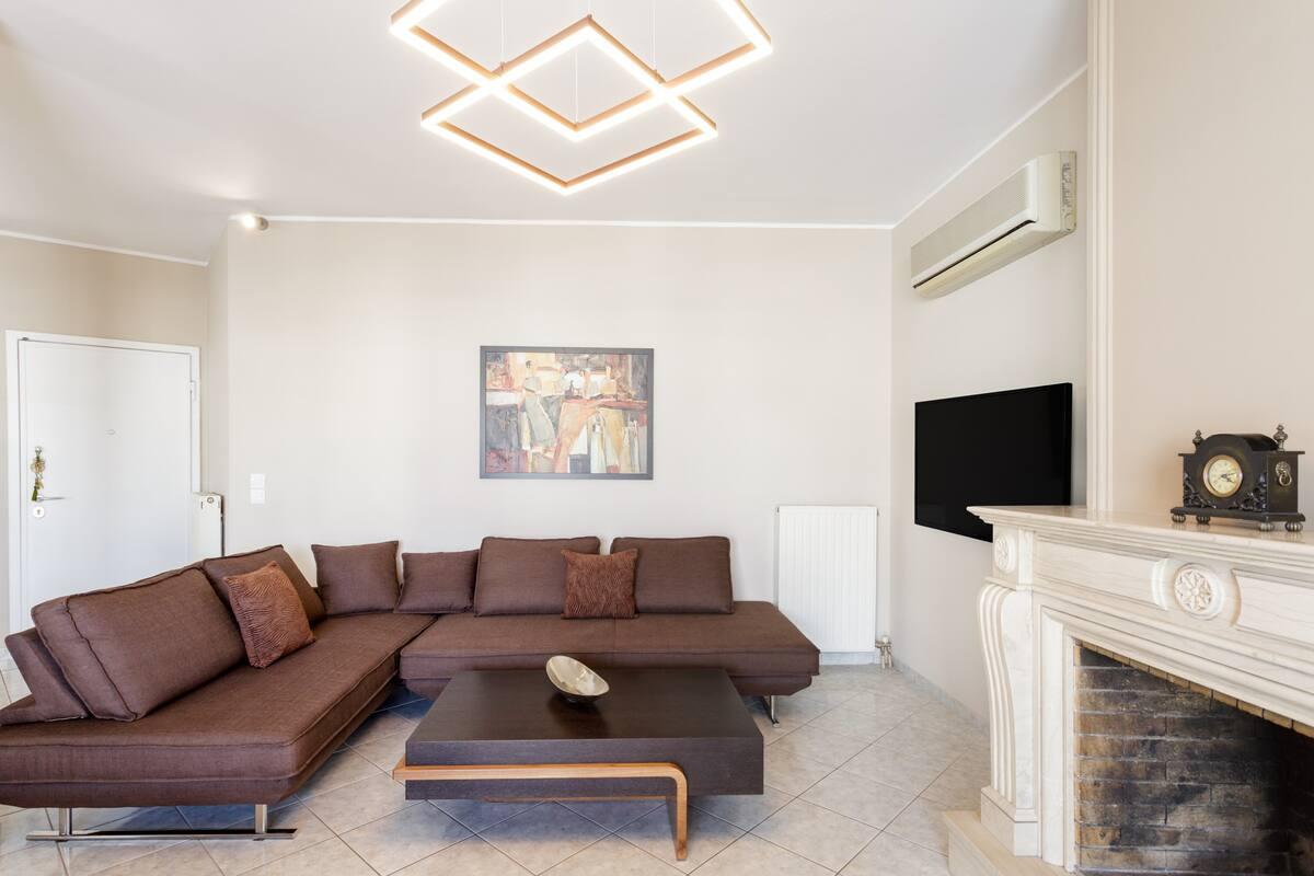 Ευρύχωρο, ανακαινισμένο διαμέρισμα με θέα στην Ακρόπολη