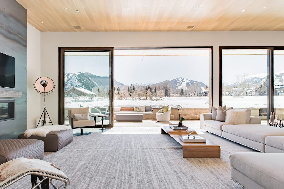Ultraluxe Modern Aspen Hi-Tech Villa with Breathtaking Views
