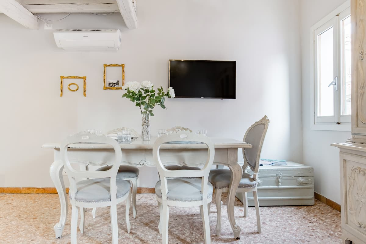 Explore Venice from a Charming Home in Castello