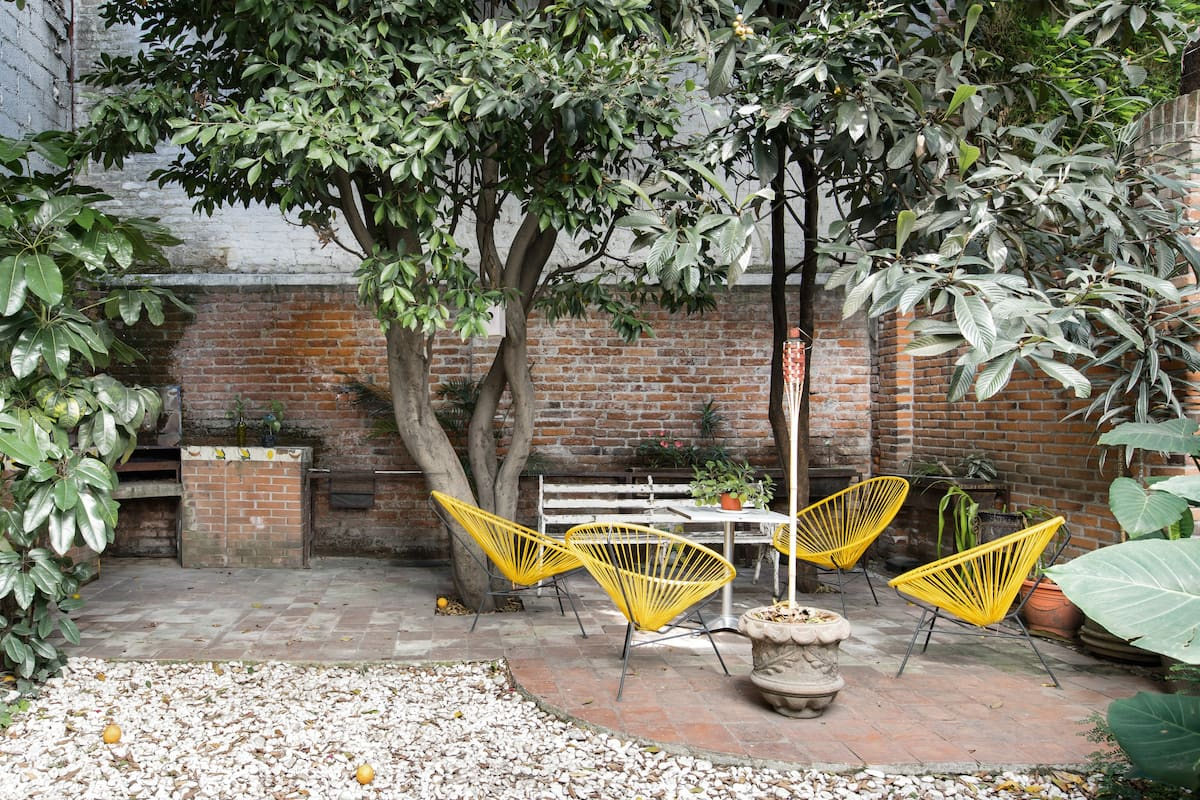 Refurbished Architectural Apt with a Secret Garden in Great Roma Location.