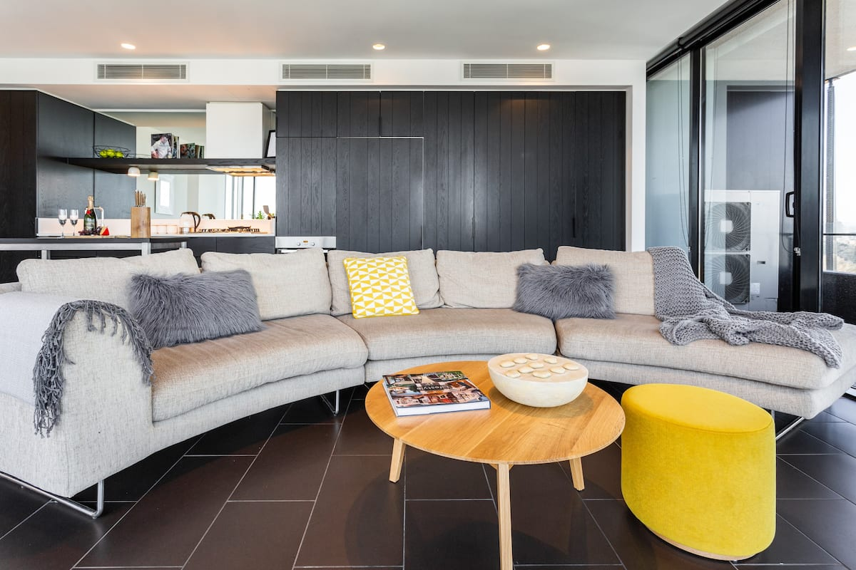 Sleek and Stylish Corner Apartment in Southbank High-Rise