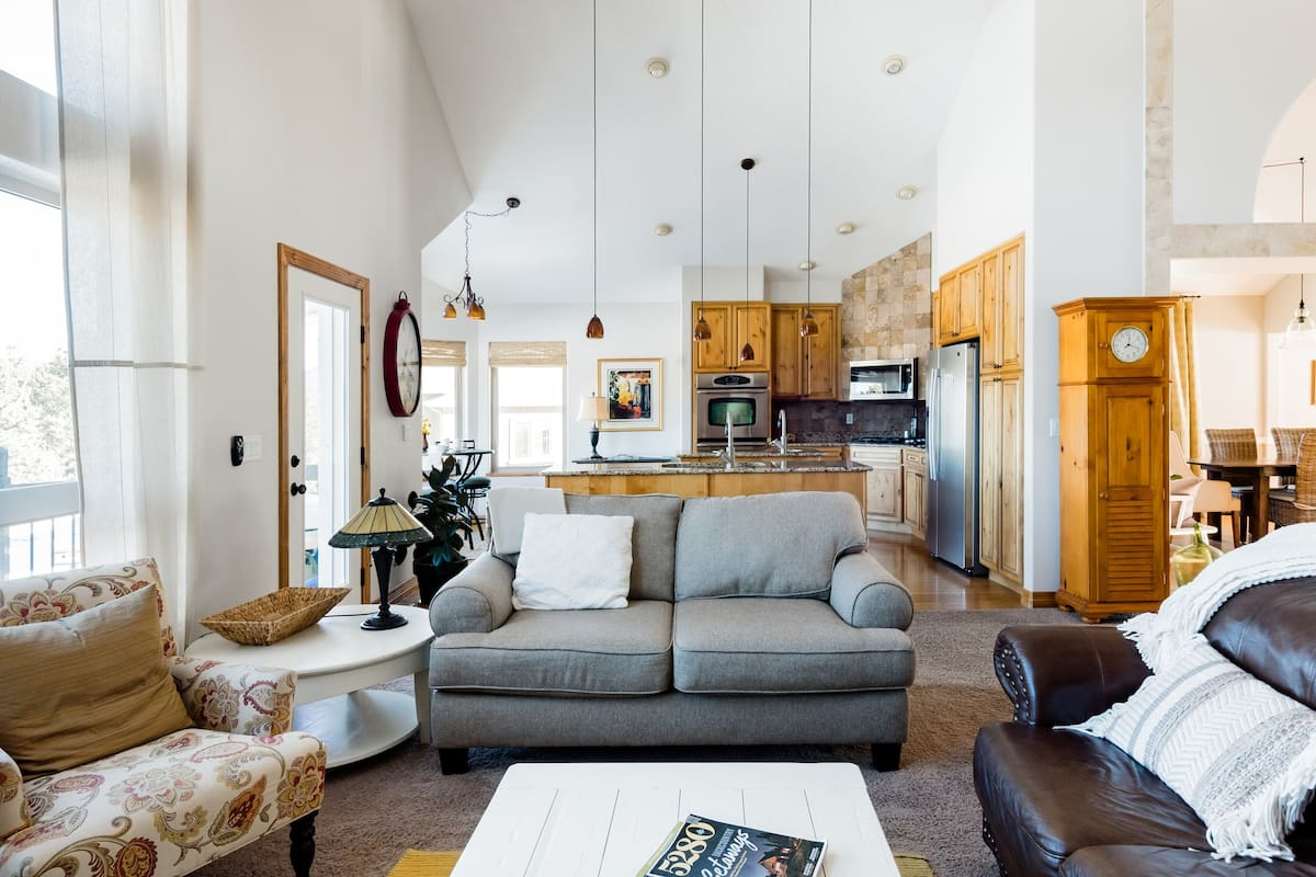 The Peaceful Gathering a Trendy Comfortable Mountain Home