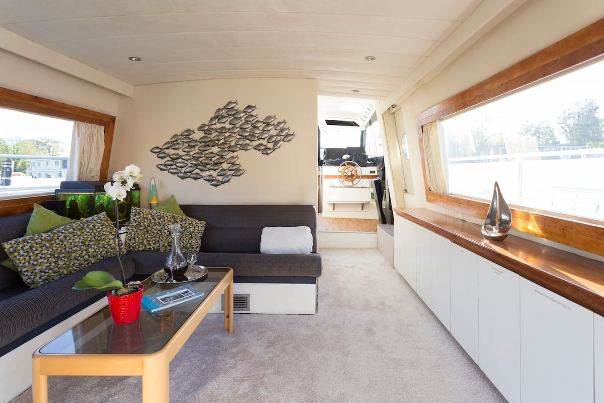 Relaxing River Stay in a Classic French Yacht at Riverscapes