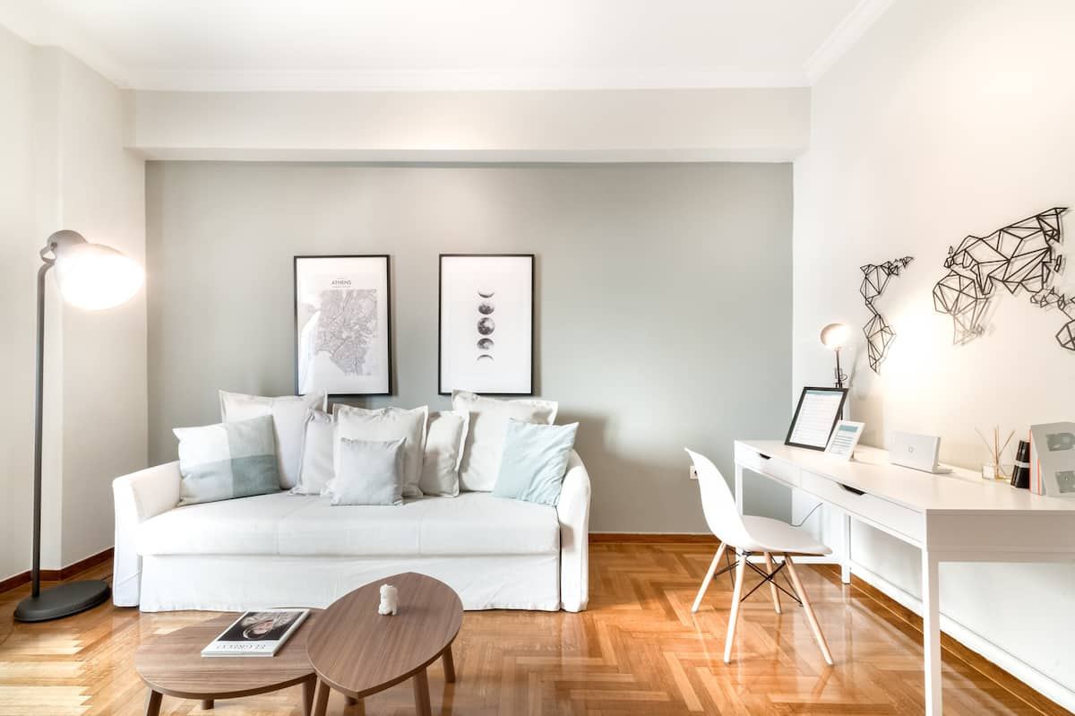 Retreat to a Sleek Flat in Central Syntagma